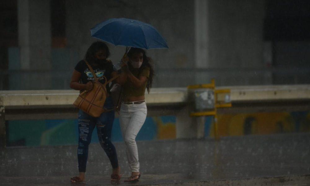 Primeira chuva da seca no DF. Rodoviária do Plano Piloto. Foto: Vítor Mendonça/Jornal de Brasília