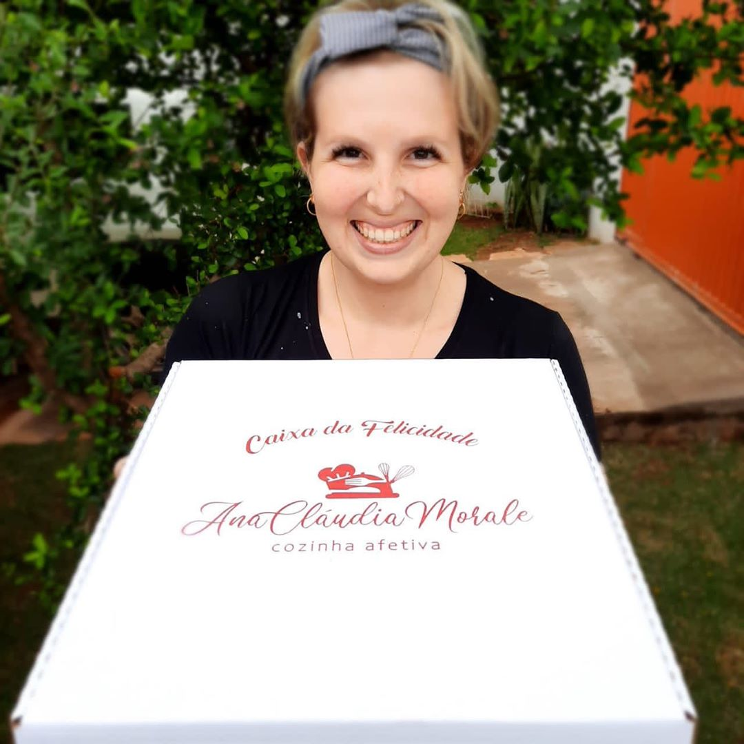 Chef Ana Cláudia Morale apresenta  a Caixa da Felicidade. Foto: Reprodução/Instagram