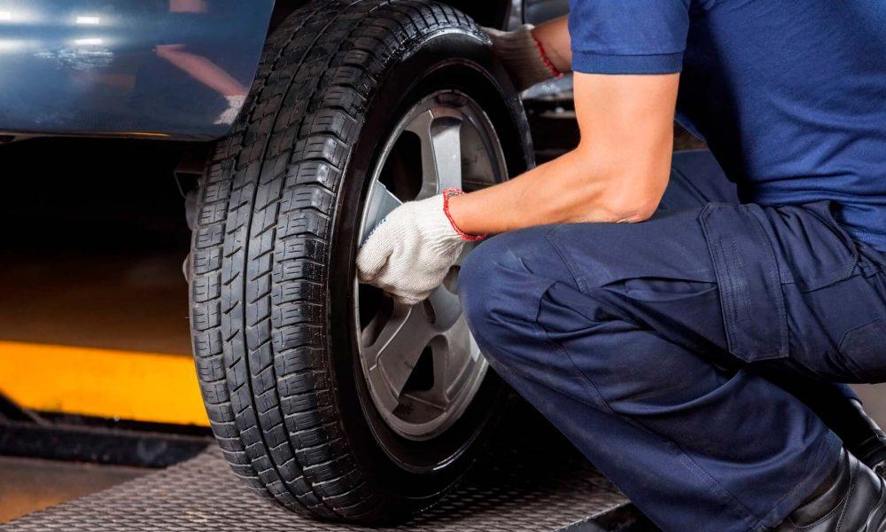 Como trocar o pneu de um carro?