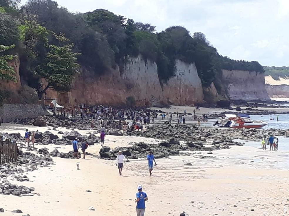 Urgente: falésia desaba na Praia de Pipa, no RN, e mata três pessoas