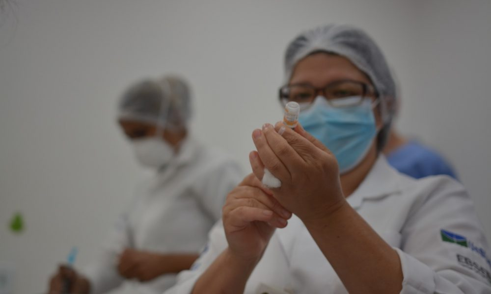 Vacina CoronaVac no HUB. Foto: Vítor Mendonça/Jornal de Brasília