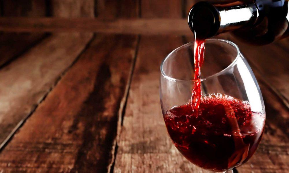 Mulheres que incluem o vinho tinto na dieta tem menos tendência a engordar