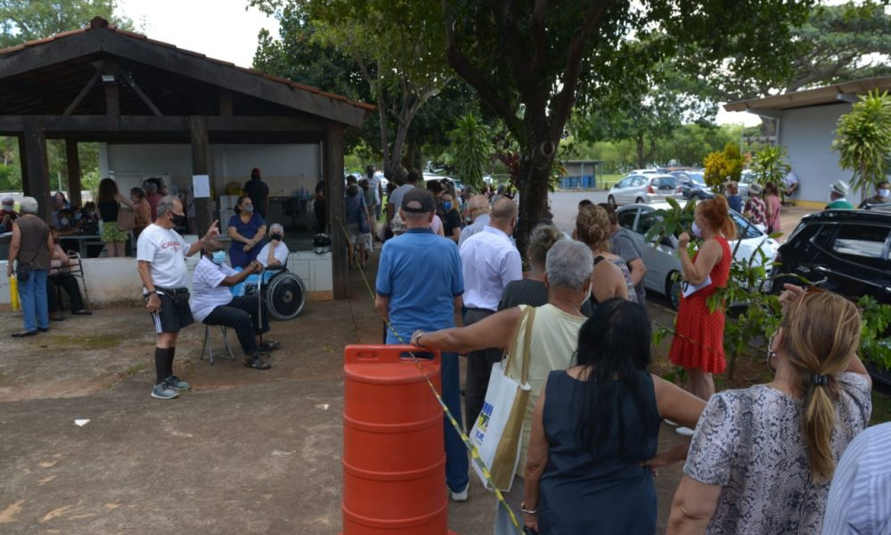 Primeiro dia de vacinação contra covid-19 de idosos acima de 80 anos no DF. Foto: Vítor Mendonça/Jornal de Brasília