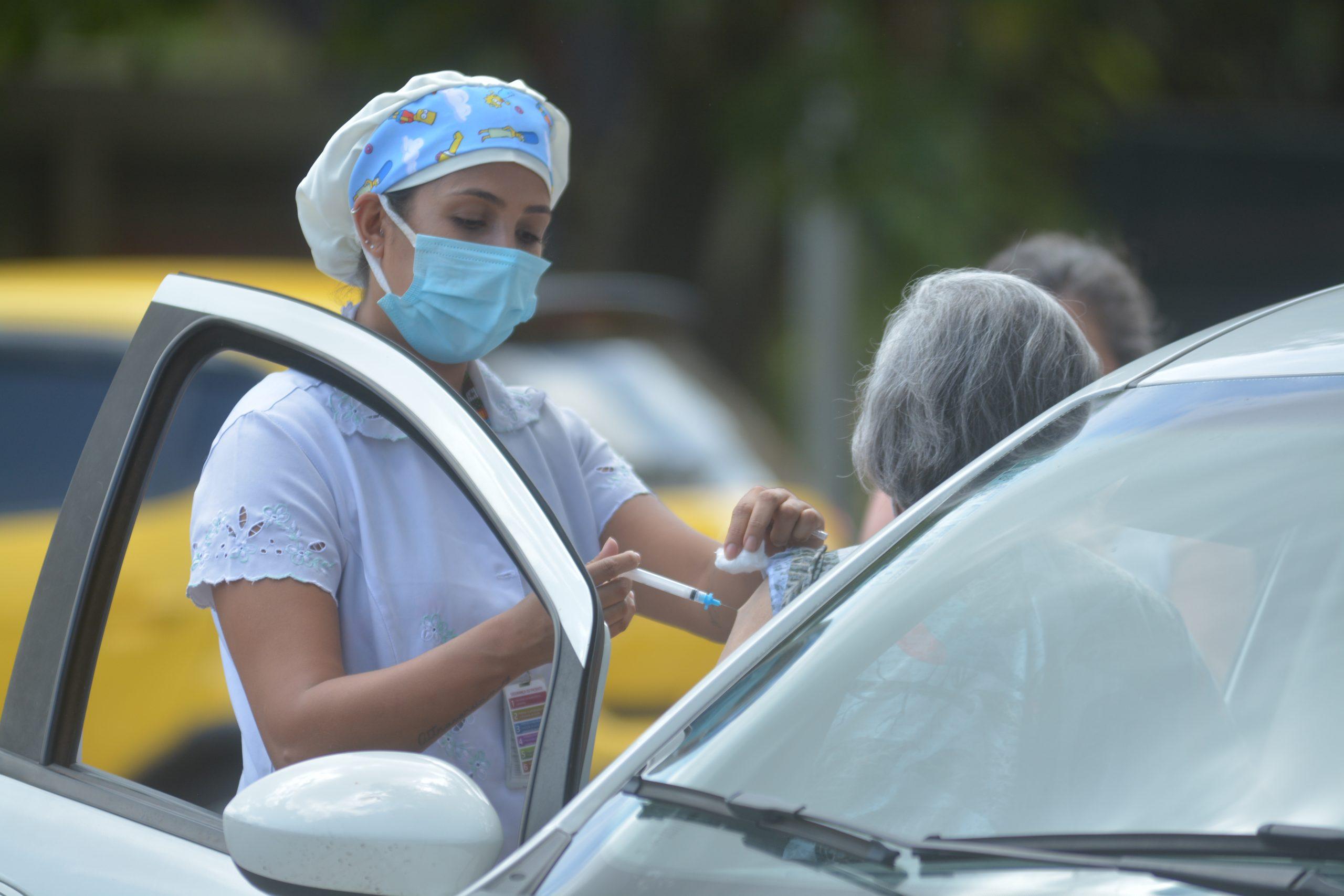 Drive-thru vacina idosos acima de 80 anos. Foto: Vítor Mendonça/Jornal de Brasília