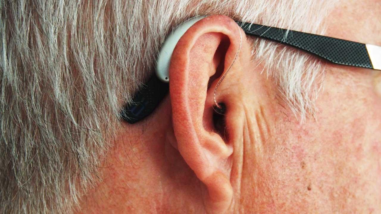 Perda auditiva pode levar 66 milhões de pessoas à demência