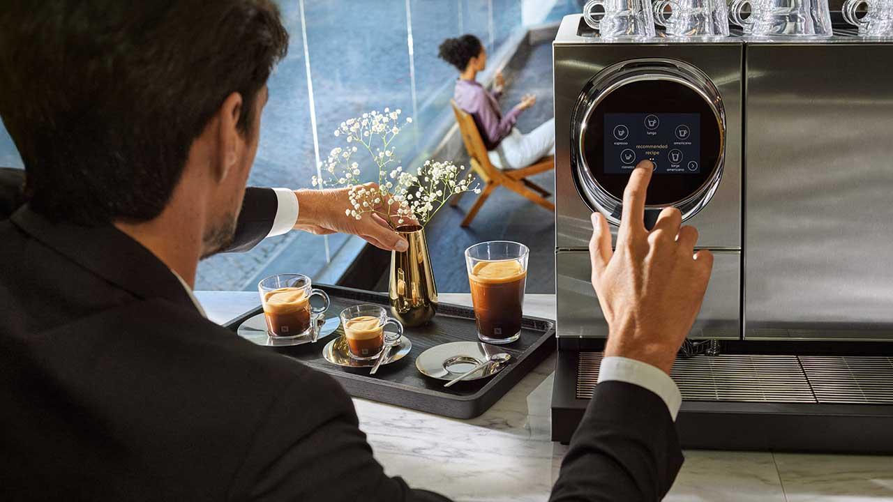 """Nespresso investe 9 milhões na marca Professional e lança linha """"Momento"""": máquina touchless para restaurantes, bares e hotéis"""
