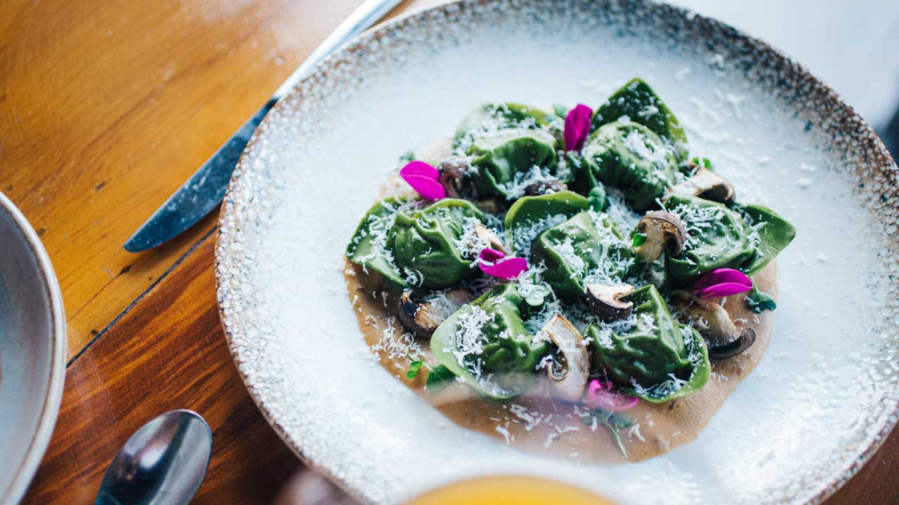 Alta gastronomia do Restaurante AROMA é a dica para um delicioso almoço de Dia das Mães