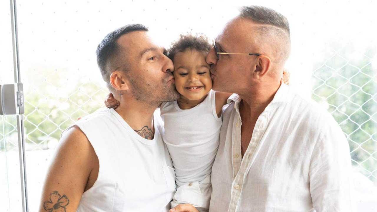 Depois de adotar bebê abandonado no hospital, apresentador gay quer adotar mais um filho e descarta outros métodos