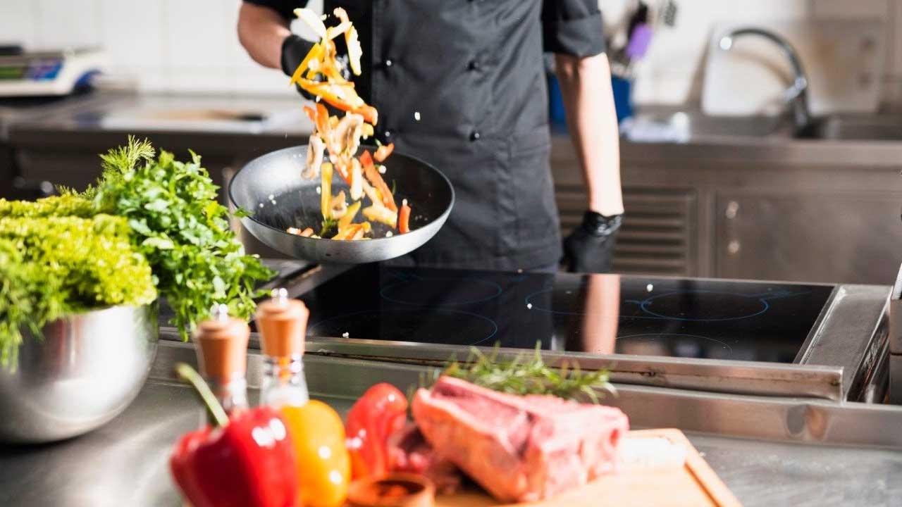 Sebrae e Abrasel-DF promovem oficinas gratuitas sobre como enfrentar e reinventar na gastronomia do DF