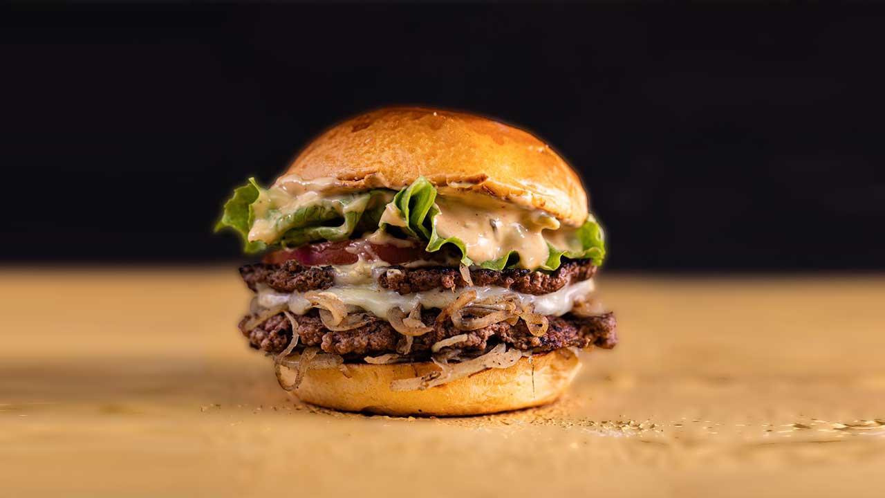 Nova hamburgueria em Sobradinho faz receita tradicional inventada há mais de 90 anos!
