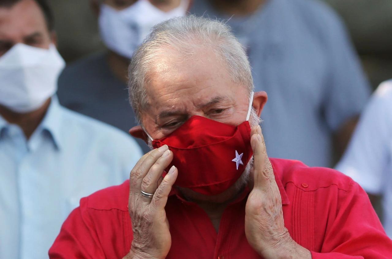 Lula compara máscara a cabresto, mas diz que usa para se diferenciar de  'genocida' - Jornal de Brasília