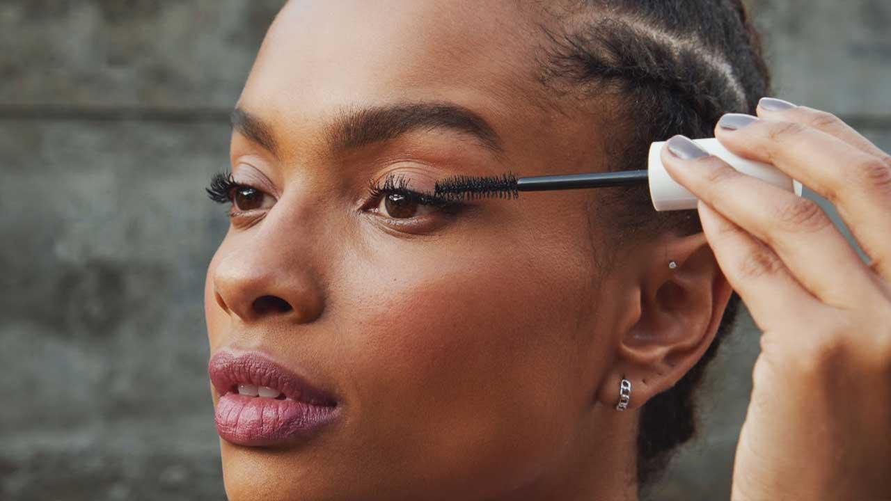 Make B. e Track&Field lançam linha de maquiagem ultra resistente para a prática de atividades físicas