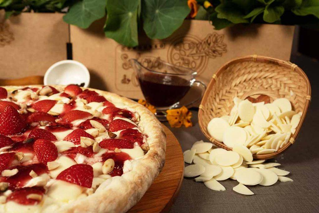 Pizza Cesar - Cheesecake de morango com baru