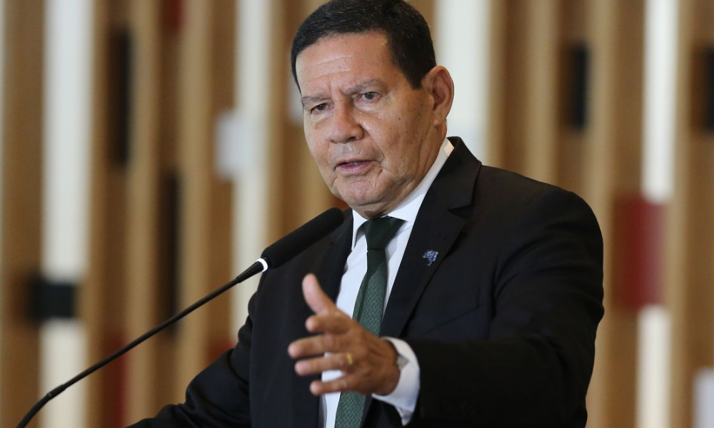 Receio de ruptura gera conversa entre Mourão e Barroso