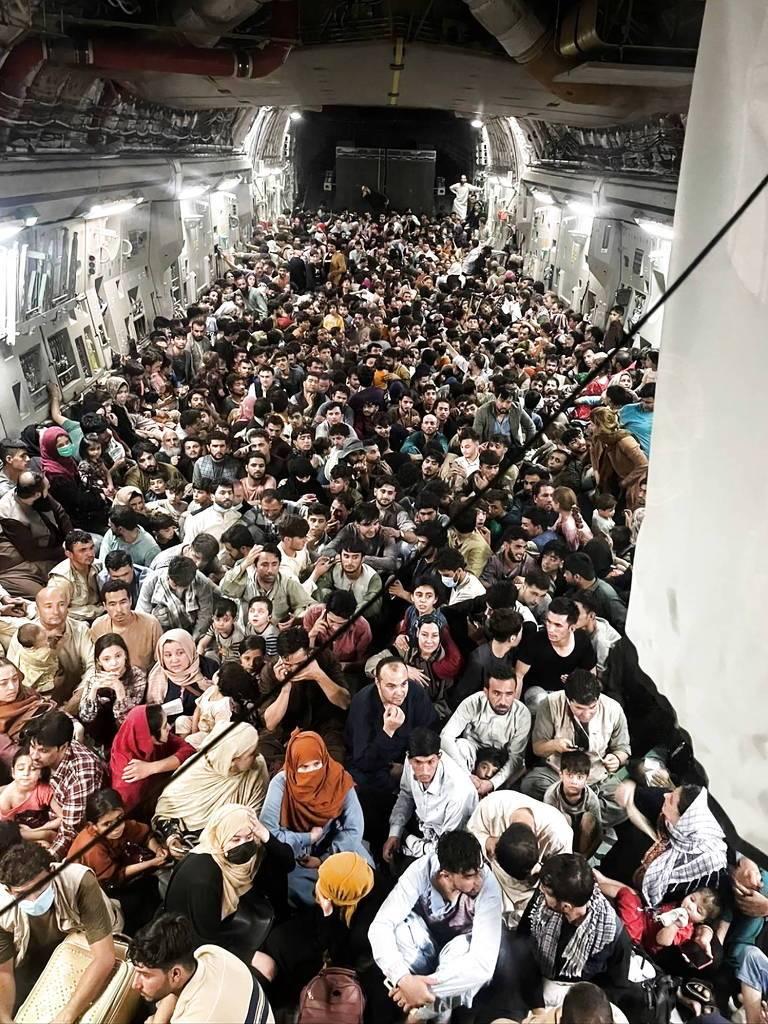 Avião militar para 100 passageiros decolou do Afeganistão com mais de 600 a  bordo - Jornal de Brasília