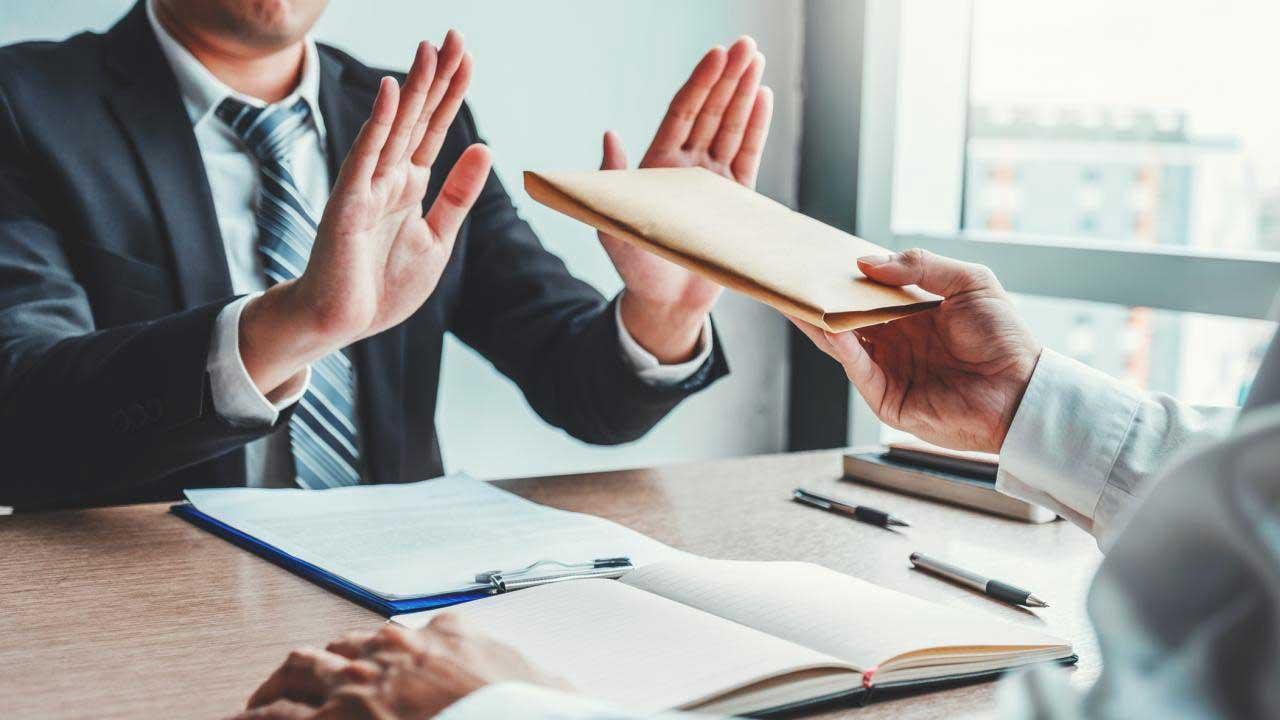 Nova forma de improbidade administrativa: permitir pagamentos acima do teto constitucional
