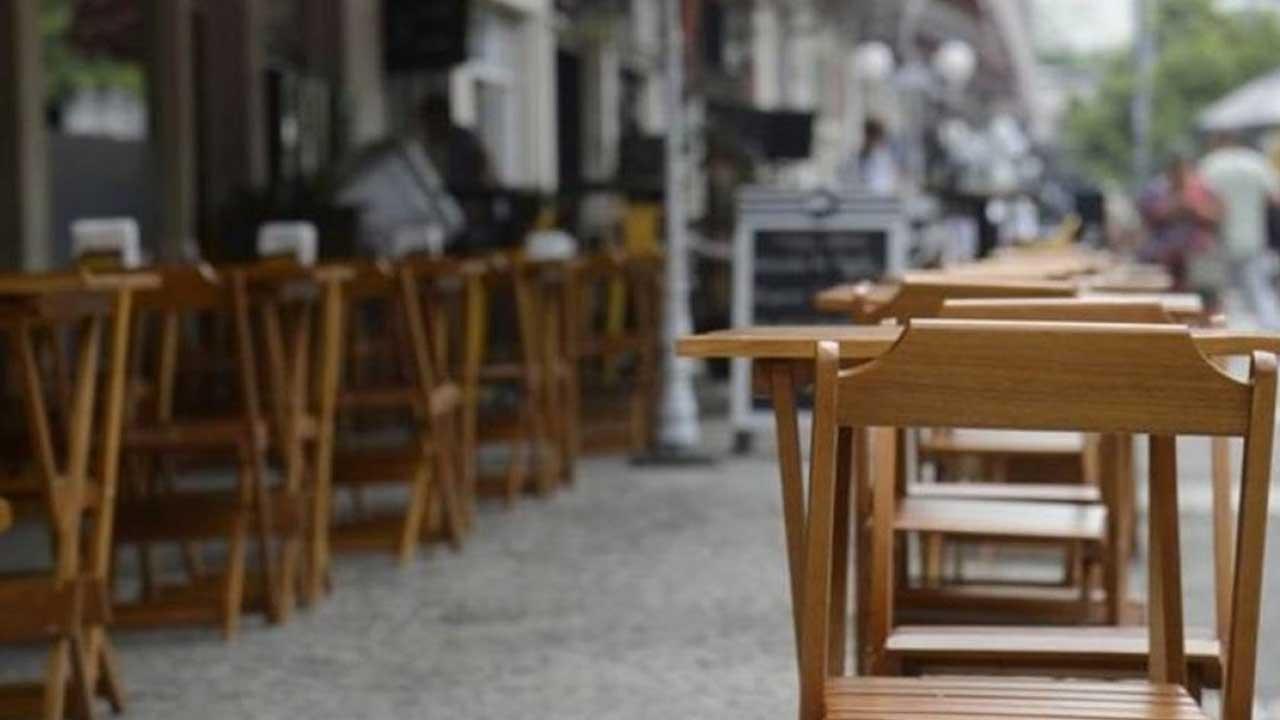 Número de empresas no prejuízo diminui, mas endividamento e inflação preocupam setor de bares e restaurantes