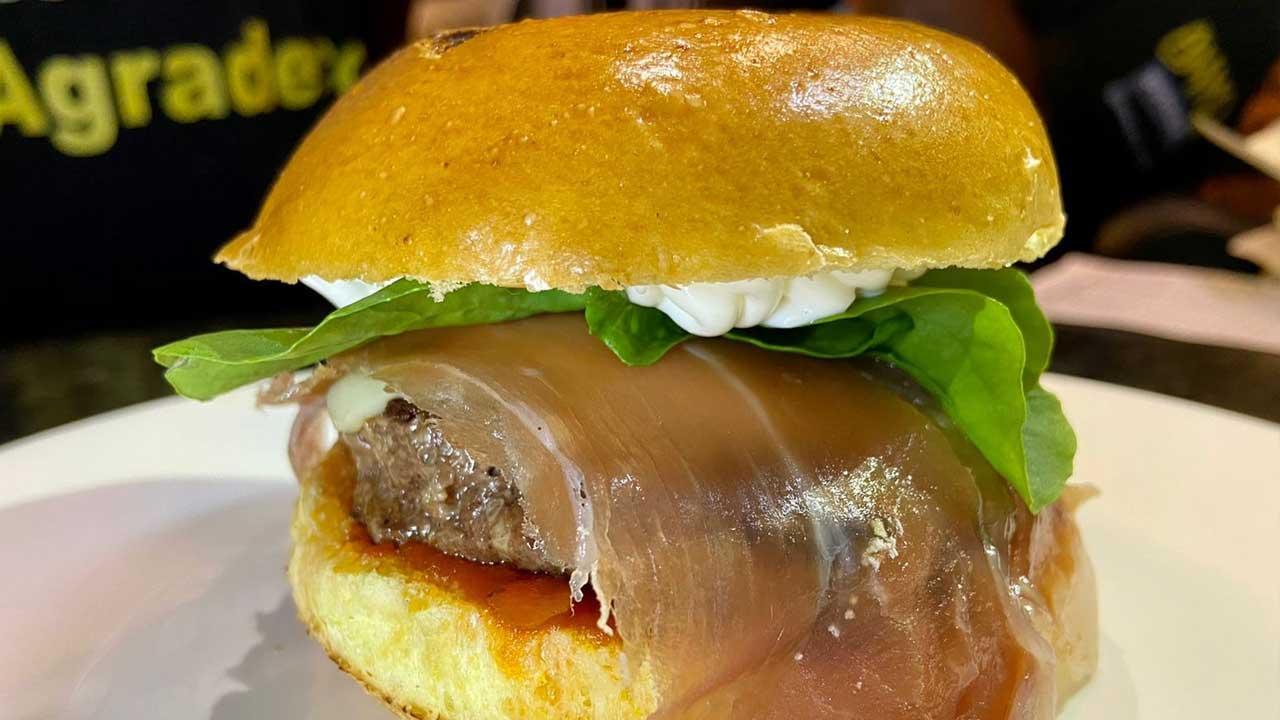 Primavera com hambúrguer sazonal na Ammo Burger