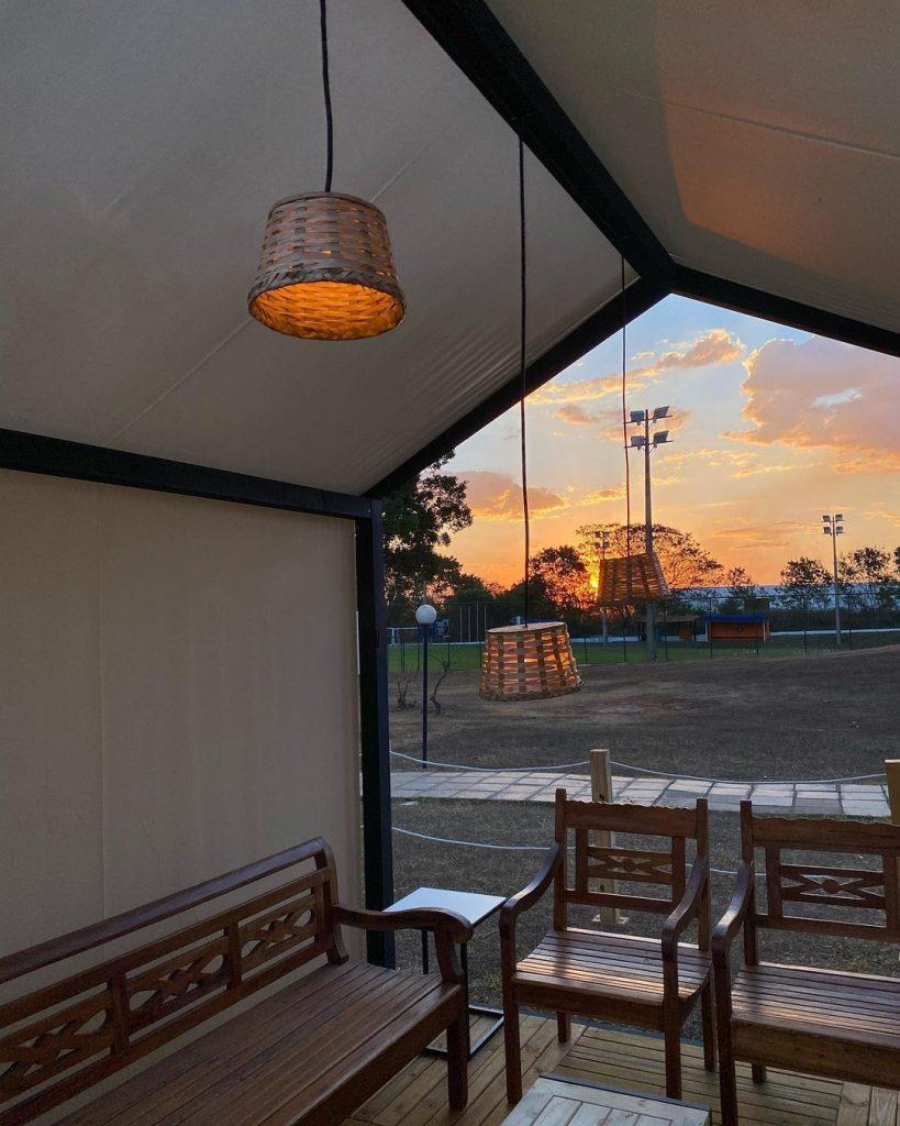 Essas cabines, além de charmosas, permitem que você fique mais isolado com seu grupo de amigos. Foto: Reprodução/Instagram