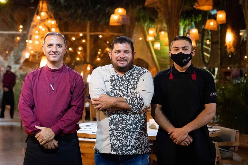 Chef Francisco Assis (ao centro). Foto: Rodrigo Pimenta/X!S Fotografias
