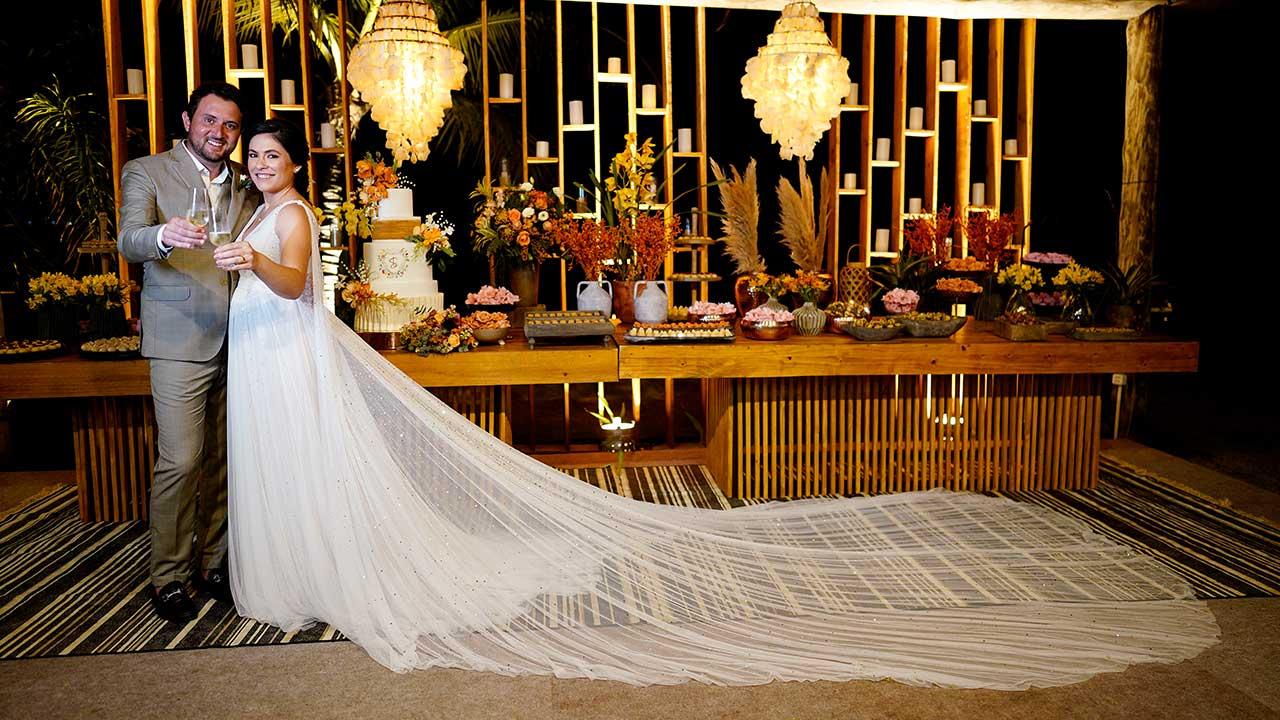 Sofia Peixoto e Leo Lynce se casam na Praia dos Carneiros