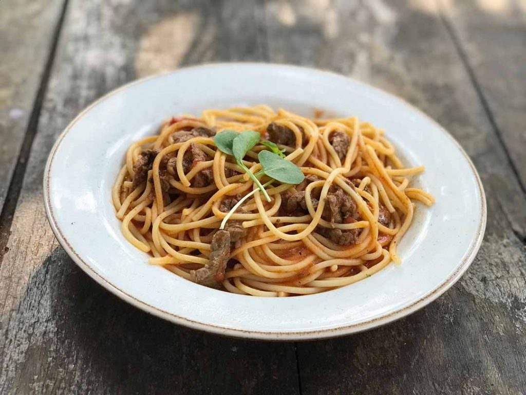 Cantucci Osteria - Espaguete ao molho de tomate, manjericão e parmesão. Foto: Divulgação