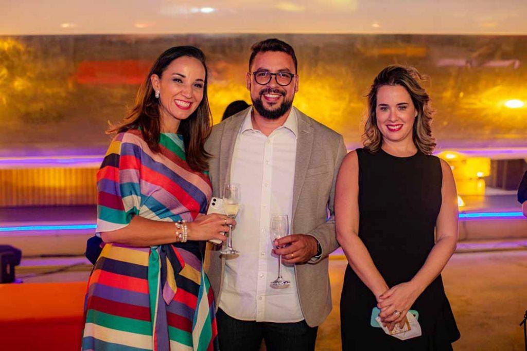 Tatiane Araújo, Carlos Eduardo e Ericka Filippelli - Lançamento Surreal. Foto: Hugo Barreto