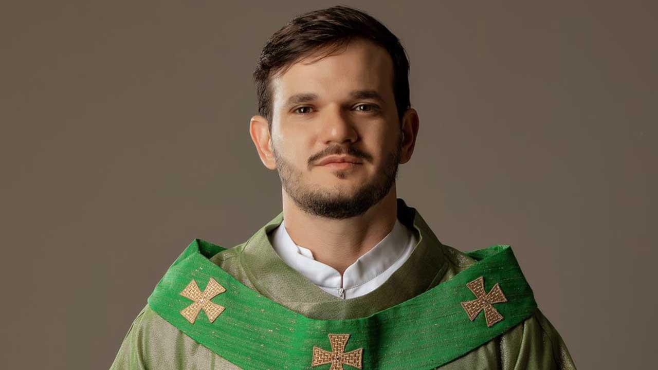 O padre é Pop! Em entrevista exclusiva Padre Patrick fala sobre depressão, política e o sucesso na internet